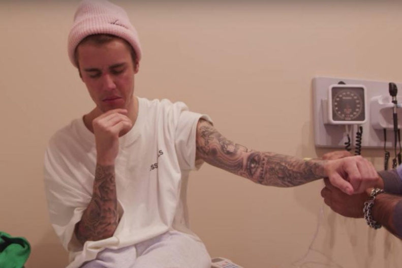 Après un long silence, Justin Bieber revient avec un nouveau trophé — PEOPLE
