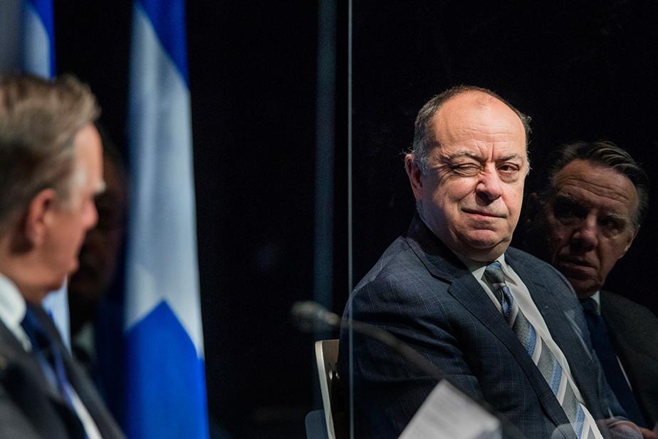 Le ministre de la Santé et des Services sociaux, Christian Dubé, au côté du premier ministre du Québec, François Legault, lors d'une conférence depresse