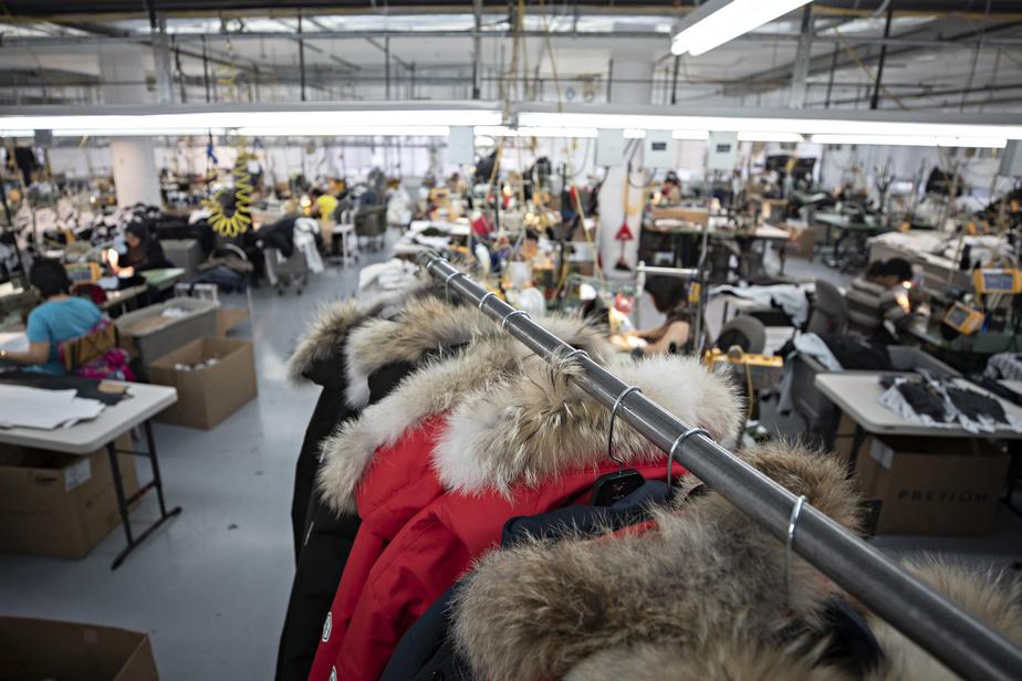 Il est possible de prendre rendez-vous pour une rencontre personnalisée afin que les employés présélectionnent les manteaux à essayer.