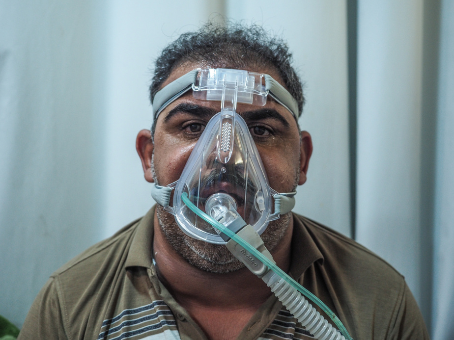 Mohammed Yusif Radhi equipped with a constant positive pressure ventilation device