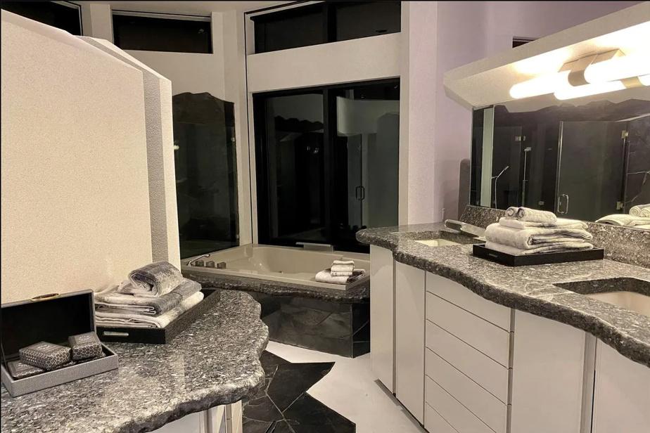 L'une des cinq salles de bains