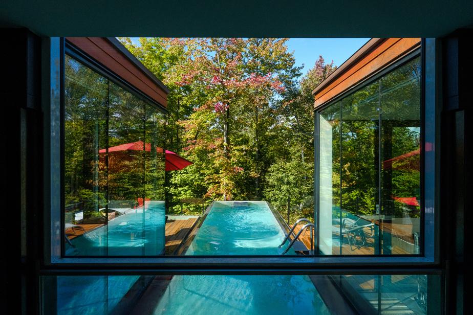 Le couloir de natation est pourvu d'un système de nage à contre-courant.