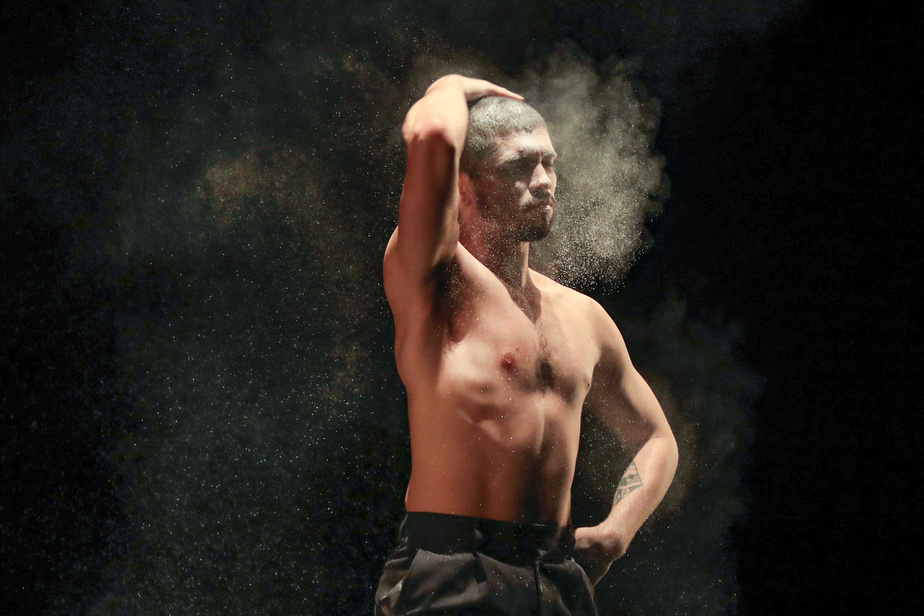 À l'invitation de Danse Danse, la compagnie a pu profiter d'une résidence de création de plusieurs jours au Théâtre Maisonneuve afin de peaufiner cette nouvelle création, travailler sur les costumes, la scénographie et l'éclairage.