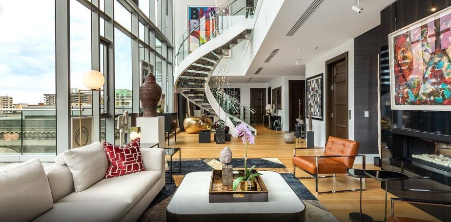 Surnommé la «Rockstar», le condominium est la plus belle unité disponible au sein des prestigieuses résidences Ritz-Carleton, dans le centre-ville de Montréal.