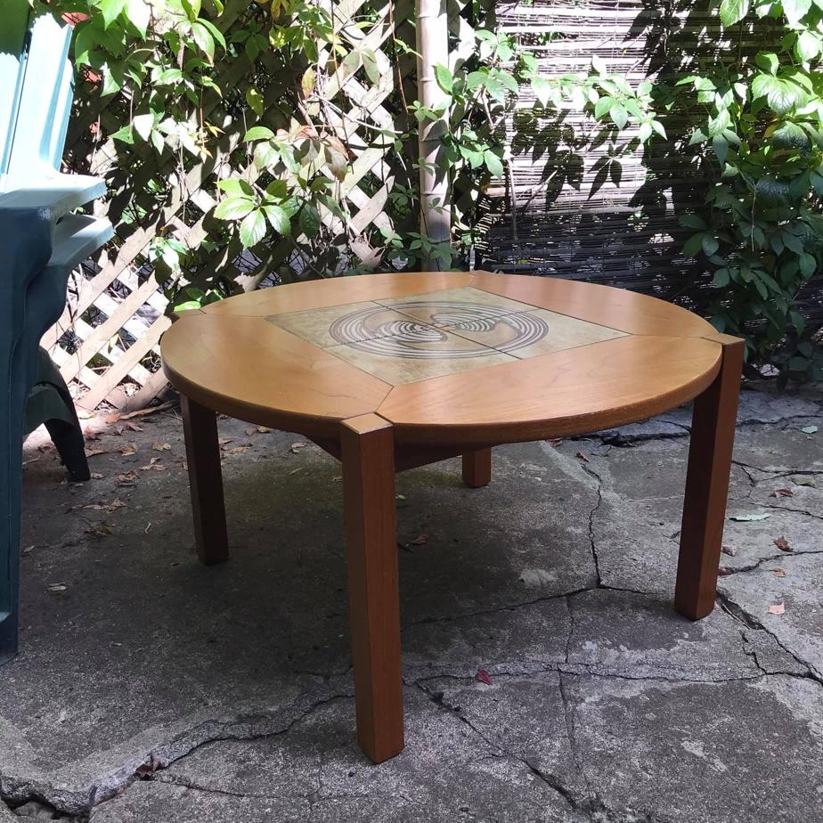 Mignonne petite table cherche nouveau propriétaire avant de finir ses jours dans une benne.