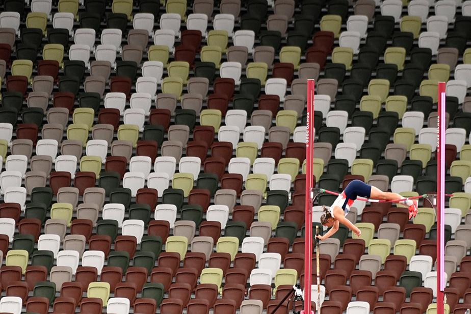 La Britannique Holly Bradshaw en route vers la médaille de bronze au saut à la perche féminin