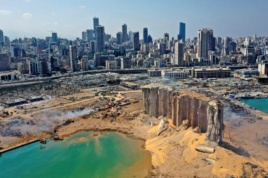 L'immense cratère laissé par l'explosion du 4août 2020 dans le port de Beyrouth.La photo a été prise au lendemain de la tragédie.