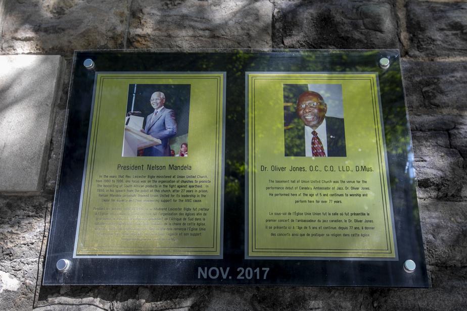 Une plaque rappelle la visite de NelsonMandela sur le mur de l'église Union United, rue Delisle, à Montréal. Ce lieu de culte est un point d'ancrage de la communauté noire de Montréal depuis un siècle, rappelle MichaelFarkas.