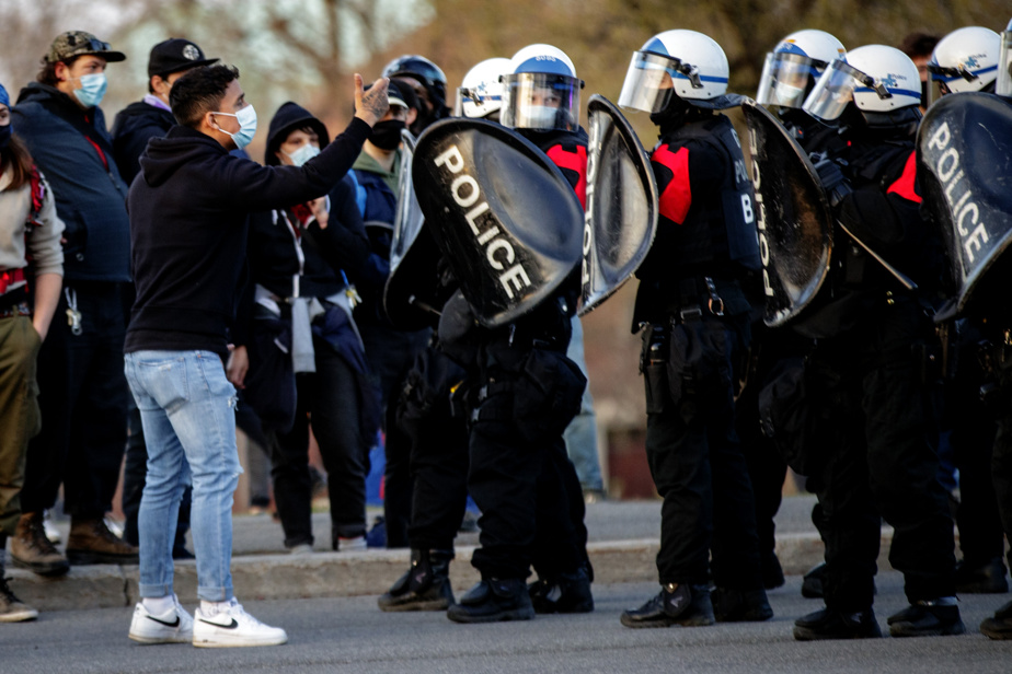 Les policiers étaient nombreux aux abords du parc Jeanne-Mance.