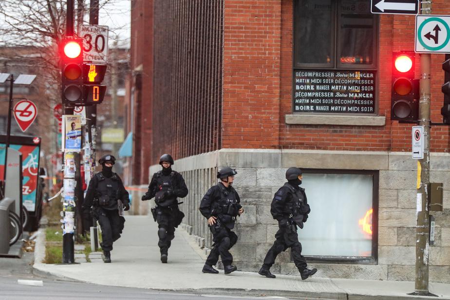 Deux appels anonymes, dont un au 911, ont forcé le SPVM à intervenir. On aurait faussement signalé la présence d'un groupe de cinq preneurs d'otages qui détenaient chacun un otage dans les bureaux de l'entreprise, ce qui s'est finalement avéré infondé.