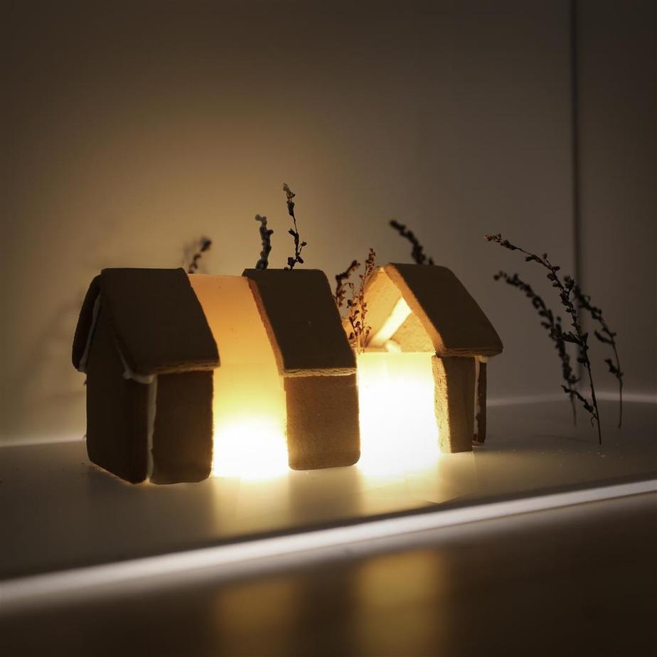Création lumineuse de l'agence ADHOC Architectes.