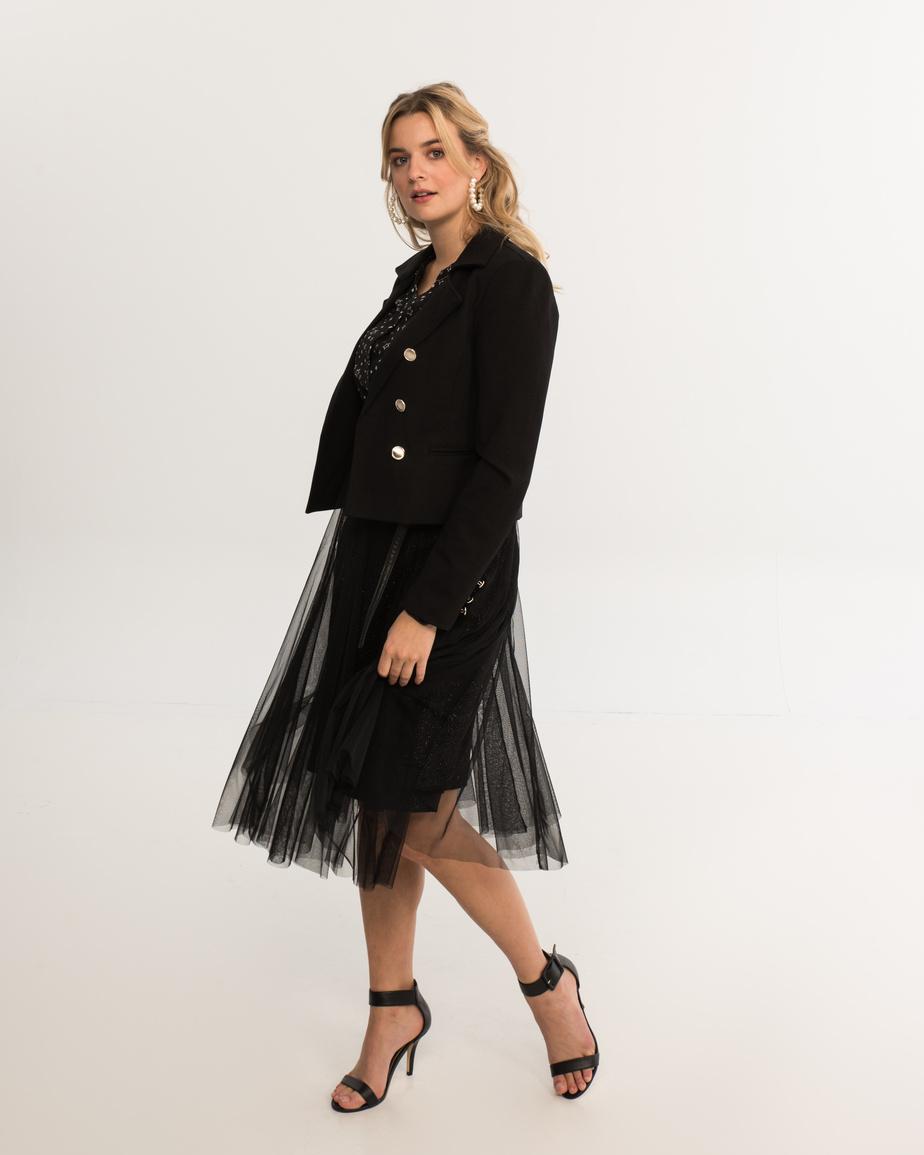 Polyvalente, cette jupe en tulle peut se porter avec un veston, un t-shirt ou un haut à paillettes.