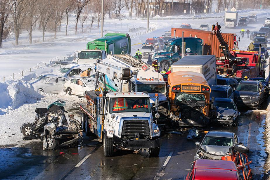 19février2020. Violent carambolage sur l'autoroute15, à la hauteur de La Prairie.