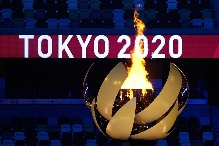 Loin de la grandiloquence des éditions précédentes, la cérémonie d'ouverture, épurée et touchante, a officiellement lancé vendredi ces Jeux olympiques hors normes.