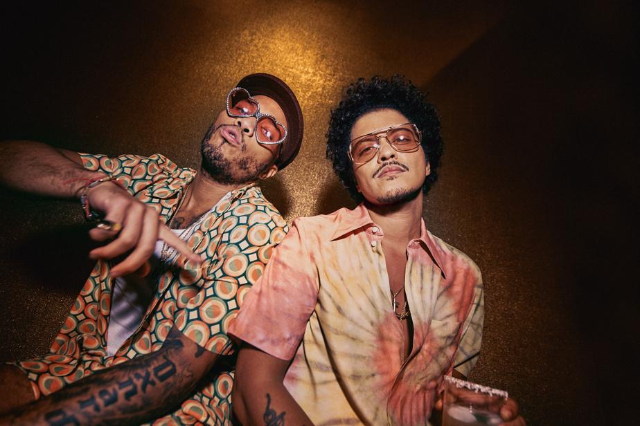 Bruno Mars est accompagné du rappeur Anderson .Paak pour la promotion de sa nouvelle collection.