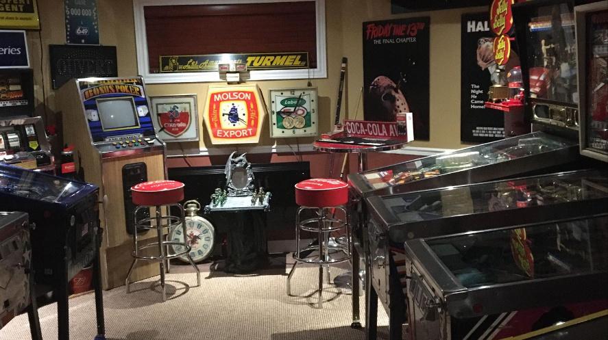 Quand on aime, on ne compte pas… Chez Robert Vincent, de Les Coteaux, on trouve 12?pinballs, une borne d'arcade et beaucoup, beaucoup d'objets de déco.