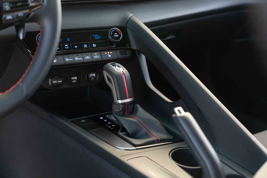 La boîte automatique à double embrayage, la seule offerte (voir nos autres onglets), compte sept rapports correctement étagés et suffisamment rapides pour maintenir le moteur dans sa phase optimale.
