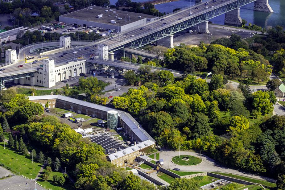 Pour mieux comprendre les influences venues d'Europe sur l'histoire de Montréal, on visite le musée Stewart, sur l'île Sainte-Hélène.
