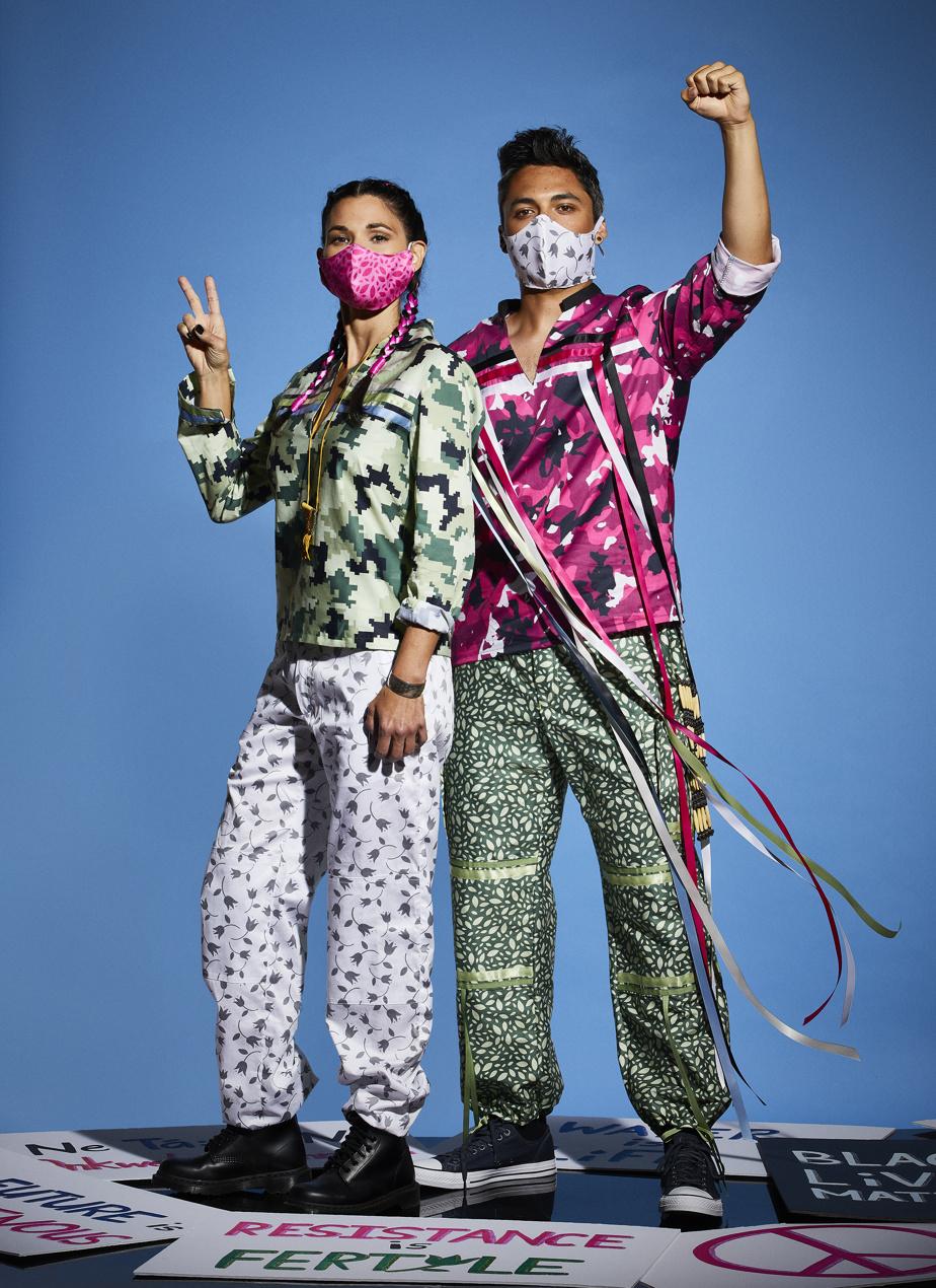 Calico&Camouflage ResistanceWear. Collection de vêtements de résistance exposée sur le podium de la Semaine de la mode autochtone de Toronto et présentée dans le magazine Vogue.