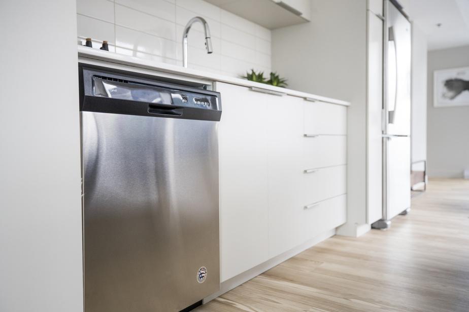 Les matériaux sont choisis de façon à réduire au maximum les émissions de COV (composés organiques volatils). Les revêtements de plancher, les produits adhésifs, les armoires de cuisine, la peinture et les isolants respectent tous des normes reconnues internationalement.
