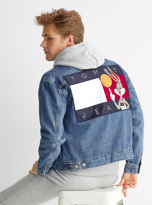 Veste en denim Space Jam : A New Legacy x Tommy Jeans, 189 $