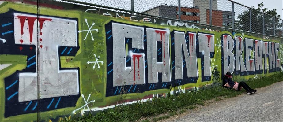 Ce graffiti reprend les dernières paroles de George Floyd, un Afro-Américain tué en mai dernier lors de son arrestation par la police de Minneapolis.