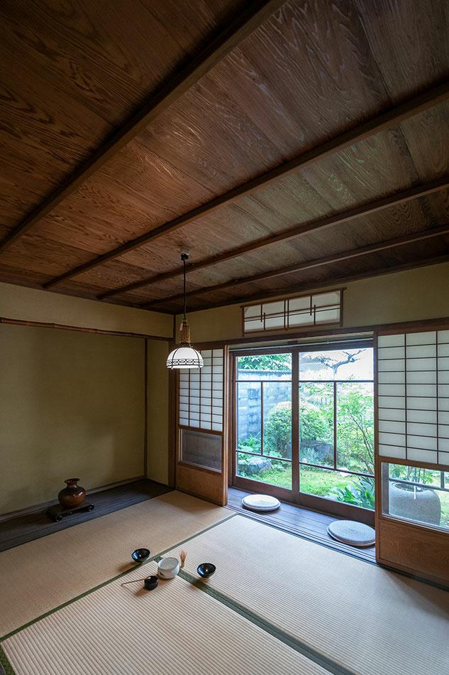 L'une des pièces à l'étage. Comme le veut la tradition, le tout est très dépouillé, avec peu de mobilier.