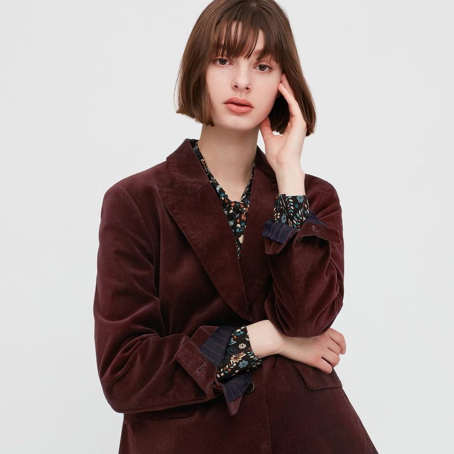 Uniqlo collabore régulièrement avec des créateurs en vue afin de proposer des collections capsules misant davantage sur les tendances, comme ici avec la designer parisienne Inès delaFressange.