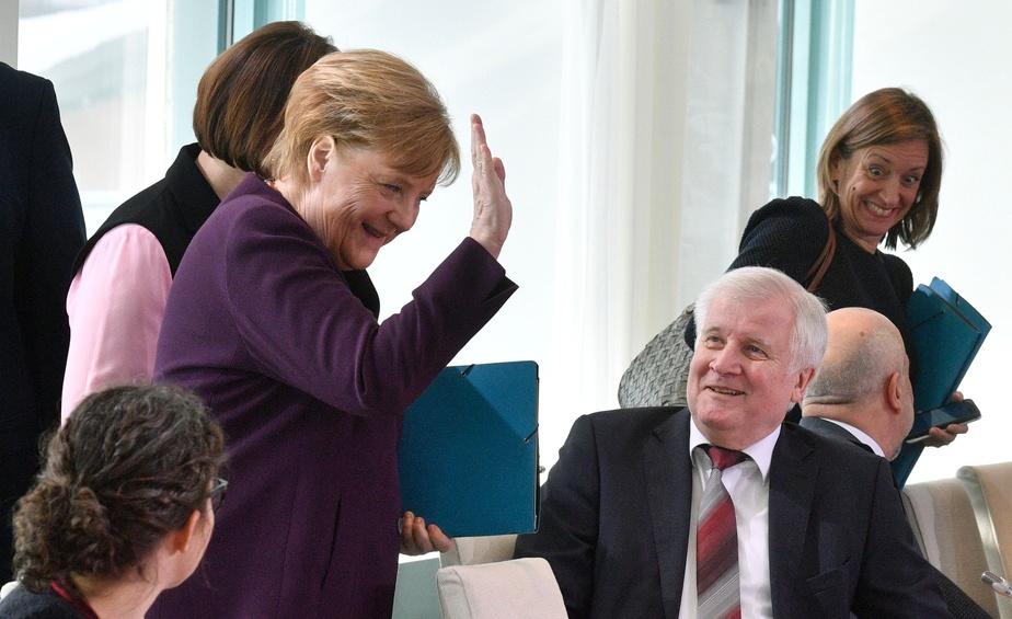 Ce ministre qui décline la main tendue d'Angela Merkel (vidéo) — Coronavirus