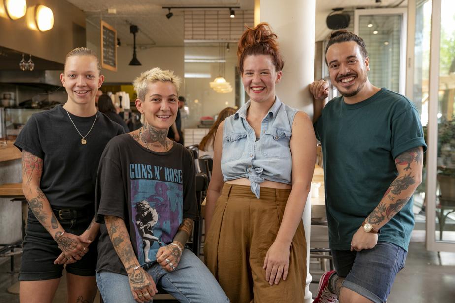 Une partie de l'équipe du BarBara Vin: Chloé Champagne (au bar), Kelly Hernandez (serveuse), Catherine Draws (copropriétaire) et Olivier Espes Fuentes (sommelier)