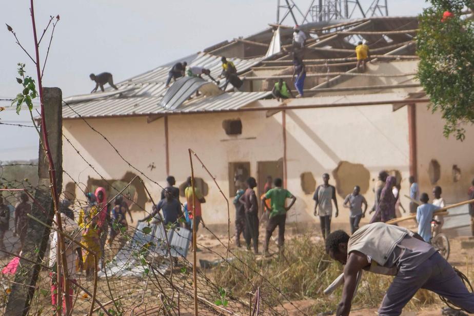 Les pillages de masse se poursuivent au Nigeria, notamment à Jos, dans le centre du pays, où plusieurs milliers de personnes ont envahi samedi un immense entrepôt de nourriture qui devait être distribuée en mars et avril dernier, pendant le confinement pour lutter contre la COVID-19.