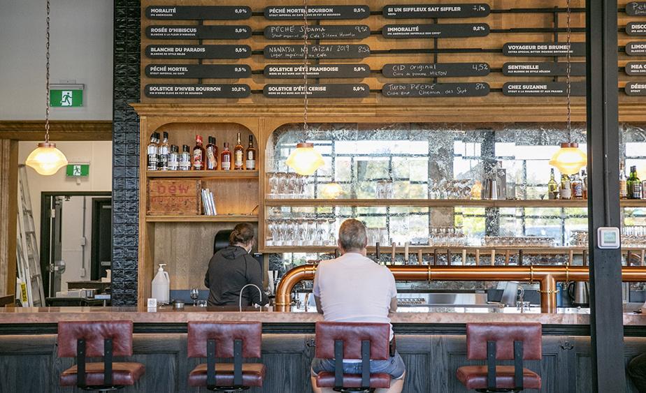 Les bières brassées par Dieu du Ciel! sont acheminées au bar du nouveau biergarten grâce à 24 lignes de fût. On y servira notamment quelques brassins qui ne seront autrement pas offerts en distribution.