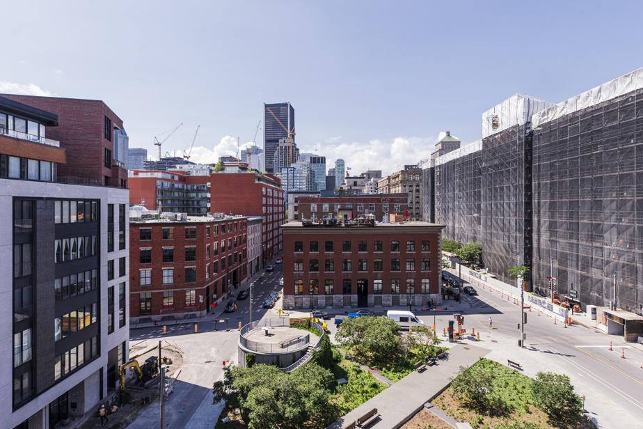 L'appartement de Sylvain Bacon et de John Zuccarini surplombe le parc des Frères-Charon, dans le Vieux-Montréal. La vue sur les environs est dégagée et elle ne risque pas de changer.