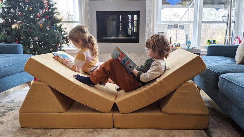 Le canapé de Go Coconut est fait pour être désassemblé et pour qu'on y saute à cœur joie.