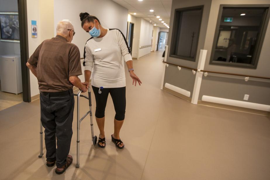 La construction a été pensée en conséquence. Par exemple, aucun chariot n'encombre les corridors. «On n'est pas à l'hôpital», dit M.Bélanger. Le système de ventilation a aussi été doté de diffuseurs. Partout dans l'établissement, aucun effluve de couche souillée, mais plutôt une odeur rappelant celle d'un corridor d'hôtel.