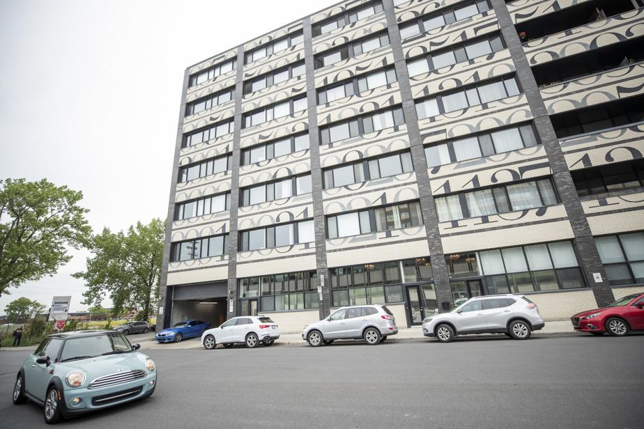 La façade de la Fabrique125 est identifiable dans le Quartier de la mode en raison de son imprimé original. Cette bâtisse industrielle a été convertie en édifice résidentiel en 2013.