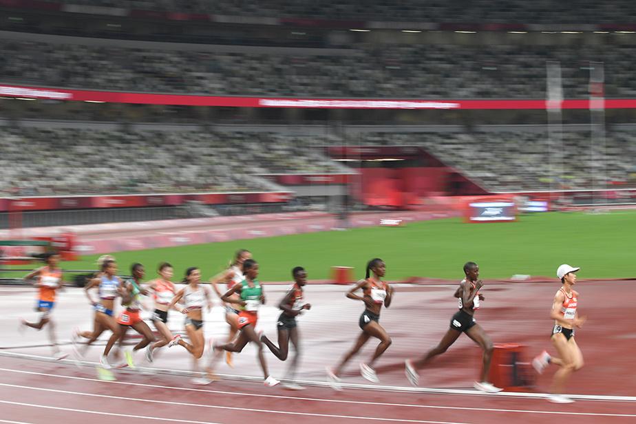 Les coureuses tentent de se qualifier au 5000m féminin.