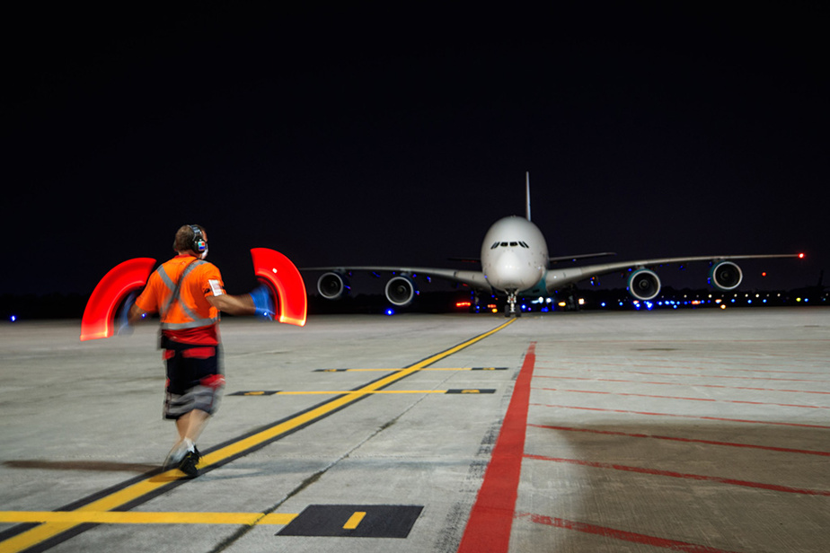 11juin2020. Visite rare à l'aéroport Pierre-Elliott-Trudeau: un gros porteurA380 arrive à Montréal avec de l'équipement médical.
