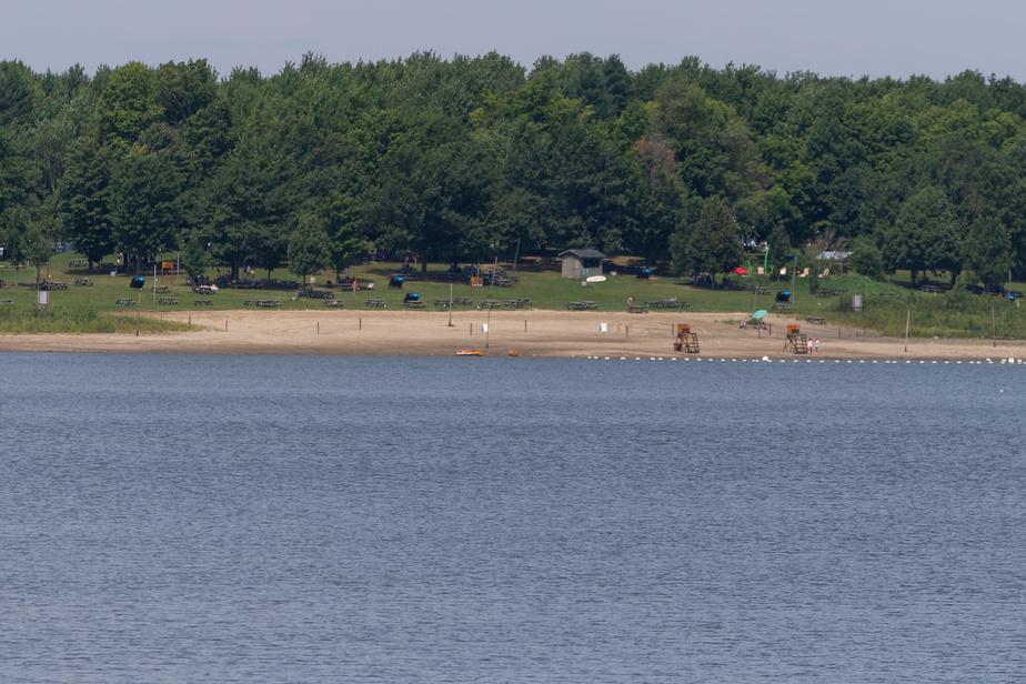 L'une des récompenses possibles en fin de parcours: une petite bronzette sur la plage. Selon les journées, elle peut être bondée… ou déserte. Notez que si l'on veut s'y rendre, il faut alors s'acquitter des droits d'entrée au parc (8,90$). Sachez aussi qu'en raison de la pandémie, l'accès est contingenté.