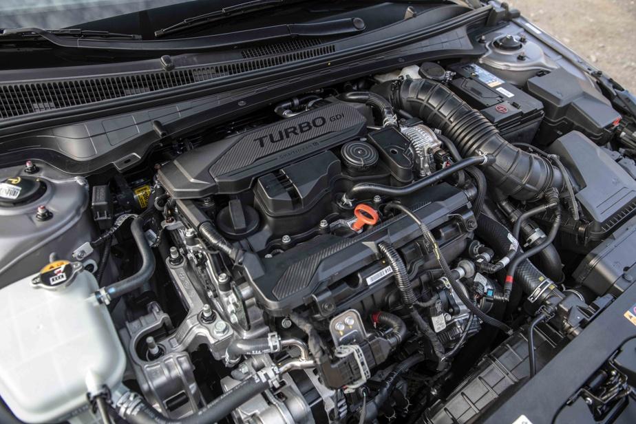 Le moteur quatre cylindres de 1,6L turbocompressé (201ch) se révèle économique et volontaire.