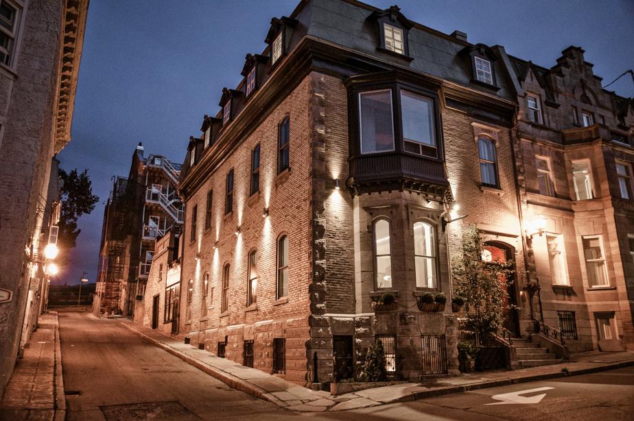 Construite en 1876 pour Florence A. White, fille du riche homme d'affaires Hugh Allan, l'ancienne résidence est aujourd'hui un hôtel de 16chambres (dont 6suites) au décor aussi chic qu'éclaté.