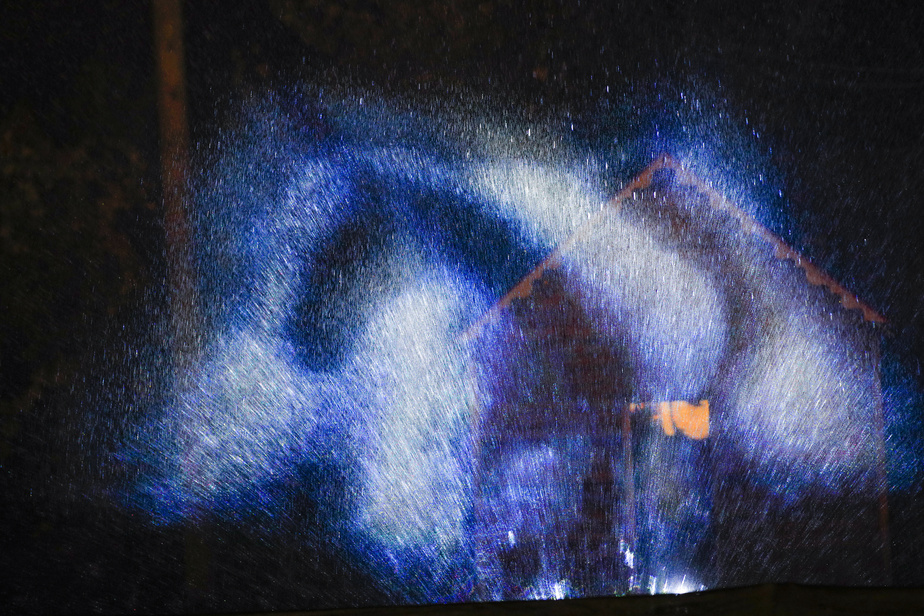 Des projections sur un mur d'eau viennent ajouter une touche de poésie.