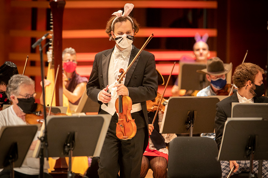 27octobre2020. Enregistrement du concert d'Halloween de l'OSM, sans public, sous la direction de Jacques Lacombe à la Maison symphonique. Des musiciens sont déguisés pour l'occasion. Le concert sera diffusé en ligne.