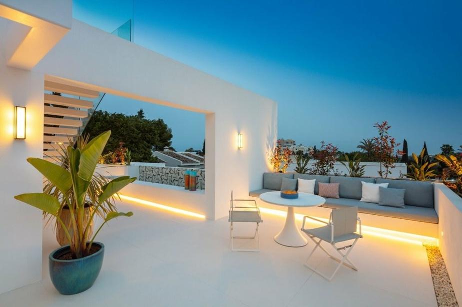 L'éclairage intégré sur la terrasse