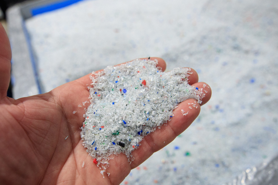 L'entreprise Loop affirme que son procédé permet à tous les déchets de plastique PET et de fibres de polyester d'être recyclés en nouveau plastique PET. Ce type de plastique est utilisé pratiquement partout, des bouteilles d'eau aux vêtements. La technologie permet également de recycler le plastique PET que l'on retrouve dans les tapis et les bouteilles opaques, qui se retrouvent normalement dans les décharges.