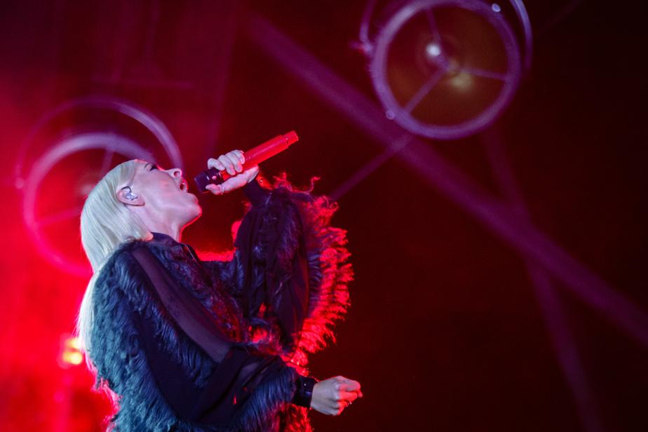 La chanteuse Marie-Mai était également présente sur la place des Festivals pour cette dernière soirée.