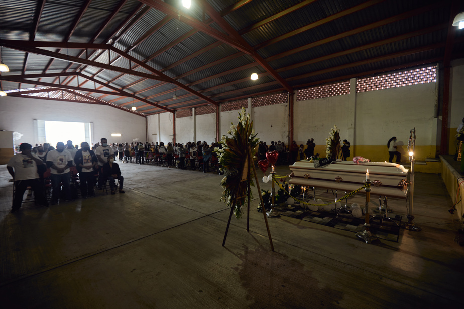 De nombreuses personnes étaient présentes pour rendre un dernier hommage à Jeanette Zacarias Zapata.