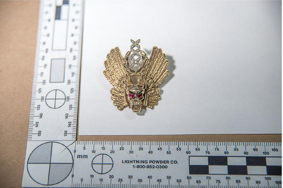 Cette épinglette était fixée sur la veste des Hells Angels d'Yves Gagné.