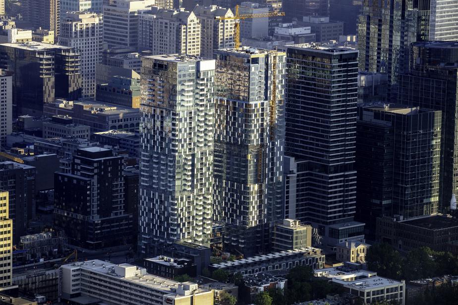 Les tours en blocs décalés du projet YUL centre-ville, boulevard René-Lévesque Ouest