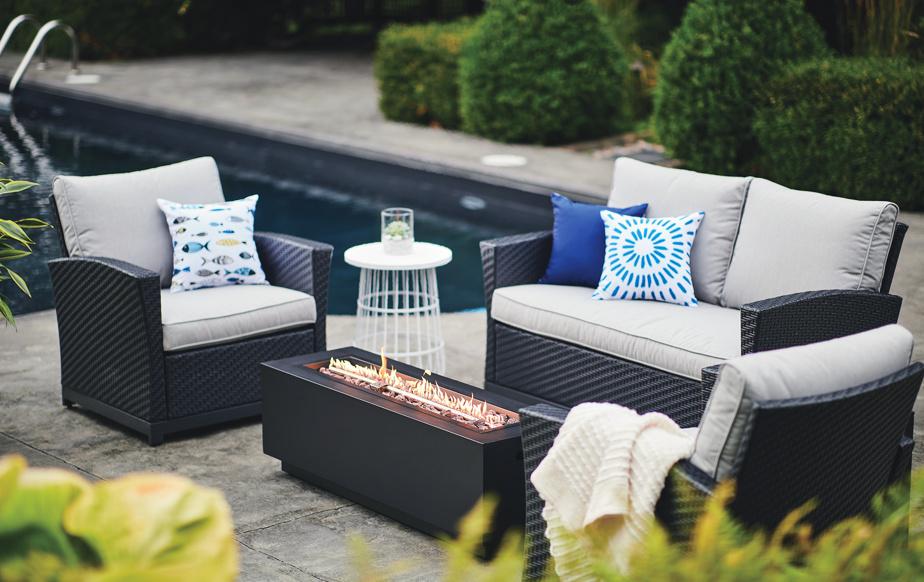 Les foyers, tout comme les chauffe-terrasses, sont recherchés, souligne-t-on chez Lowe's Canada. Parfaits pour les soirées d'été plus fraîches, les foyers ont aussi un effet relaxant.